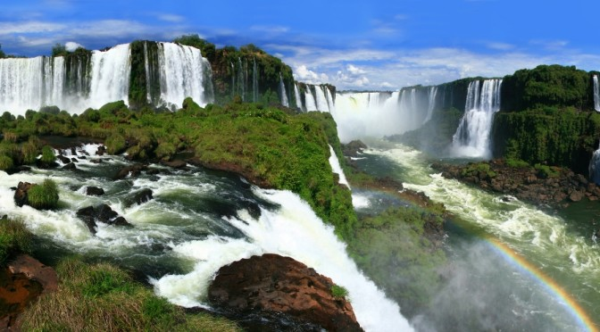 iguazu-falls-Argentina-672x372