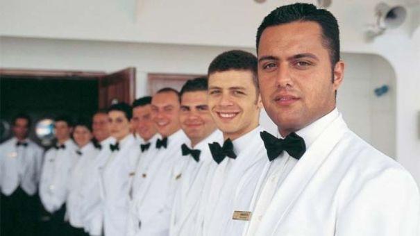 cruiseship_staff