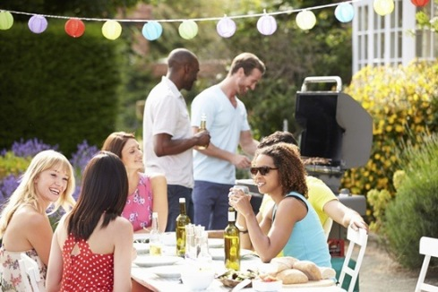 barbeque-setting-for-10th-wedding-anniversary-party