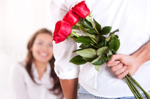 guy-giving-flowers-to-girl