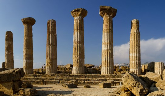 most-beautiful-greek-temples-in-italy-to-visit-temple-of-aesculapius-agrigento