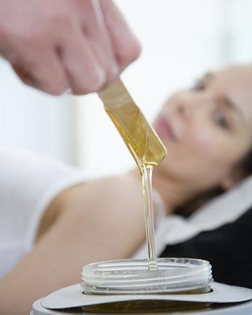 woman-getting-waxed