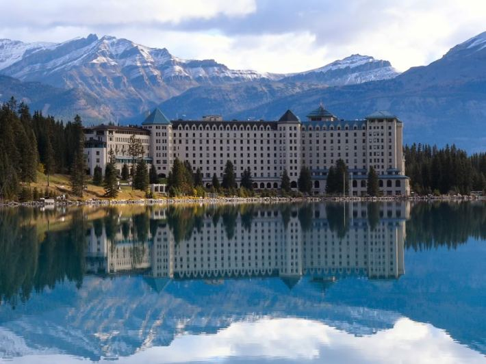 lake-louise-thebesttourism-lakelouisechateauhotel