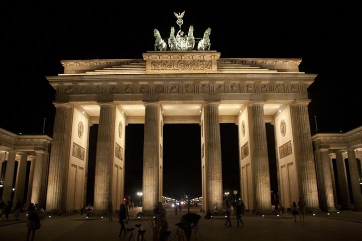 VR_12_11_p28_Berlin_BrandenburgerTor_web