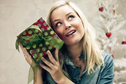 100235914-woman-holding-present-with-white-tree-gettyp.600x400