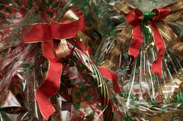 christmas-gift-basket-with-food-mixes