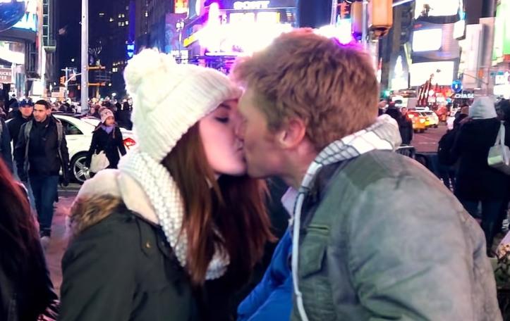 new-years-kiss-card-trick