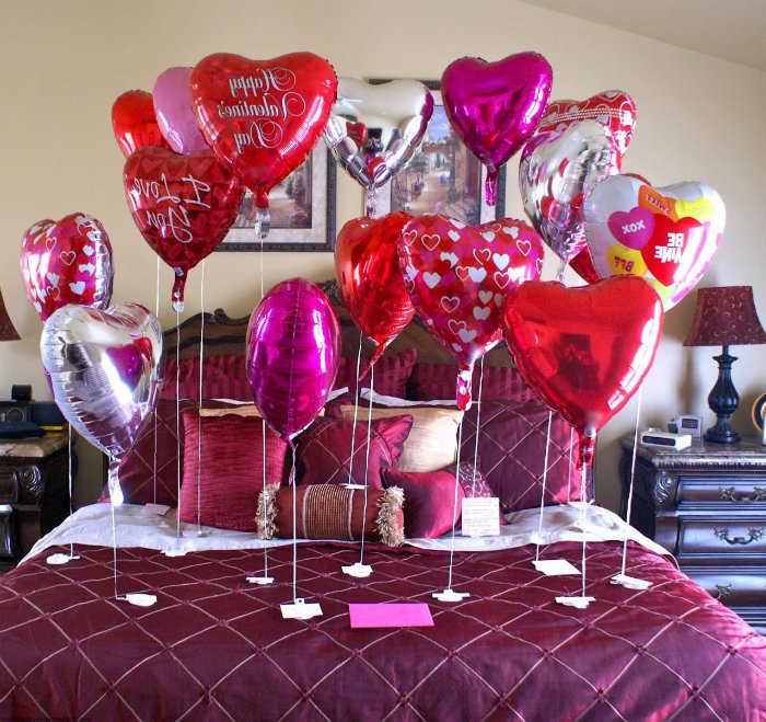 home-and-decoration-Romantic-bedroom-ideas-Valentines-Day-baloons