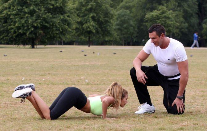 chloe-goodman-in-leggings-outdoor-workout-in-london-1-3-2016-7