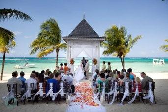 destination-wedding-beach-ceremony-riu-ocho-rios