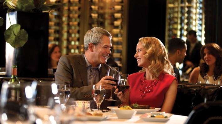 couple-having-dinner