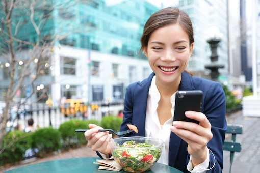 woman-eating-with-smartphone-shutterstock-510px
