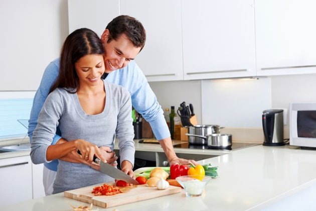 20-Romantic-Date-Night-Ideas-Cook-in-Together-1
