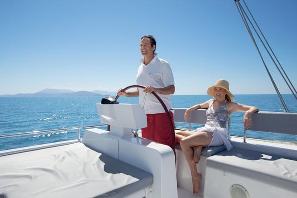 activity_couple_sailing