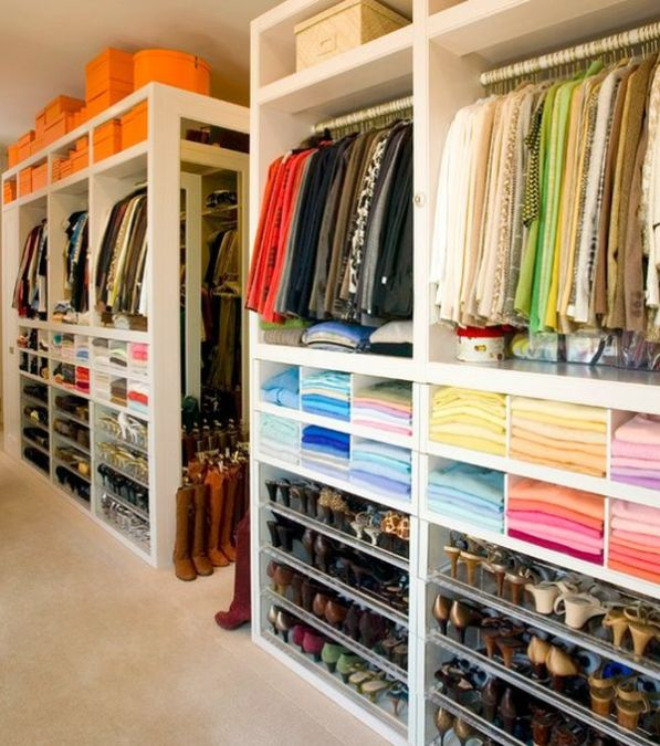 Color-Coordinating-Your-Closet