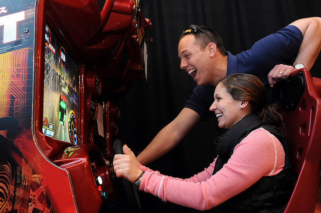 couple-laughing-arcade