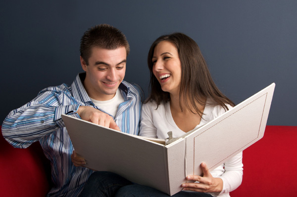 couple-looking-at-photo-album