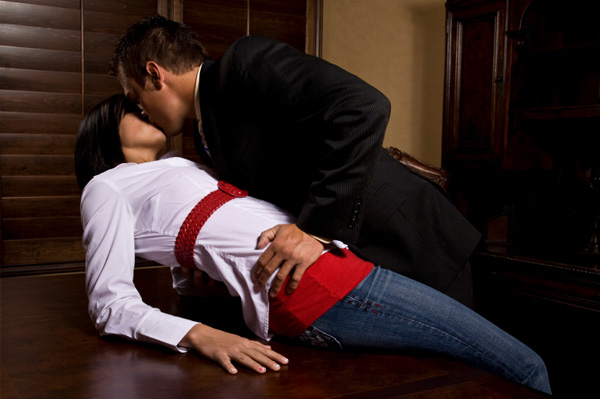 couple-making-out-in-office