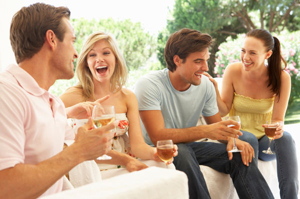couples-drinking-wine