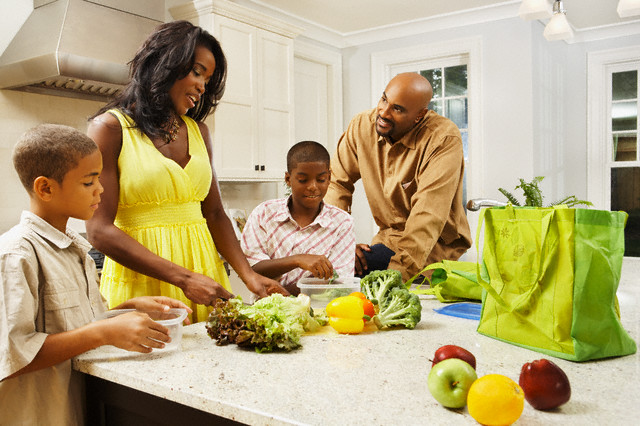 Family preparing healthy lunches