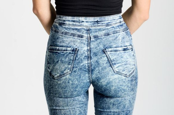 looks-moms-shouldnt-wear-mom-jeans-compressed