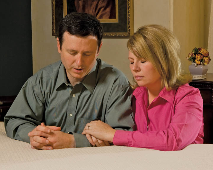 mormon-praying-couple4