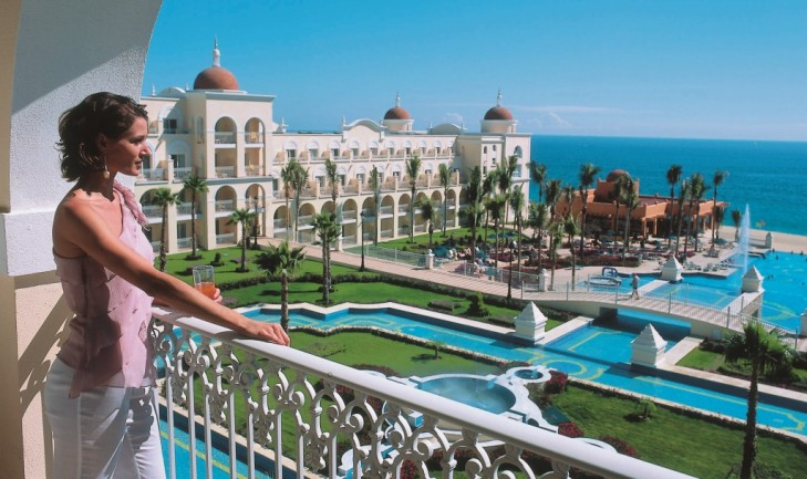 Riu-Palace-Cabo-San-Lucas-Pool-and-Ocean-View (1)