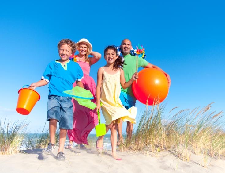 Family-at-the-beach_summer-fun
