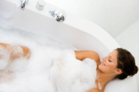 woman-taking-bubble-bath1-600x400