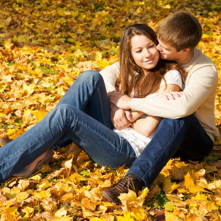 couple-fall-park