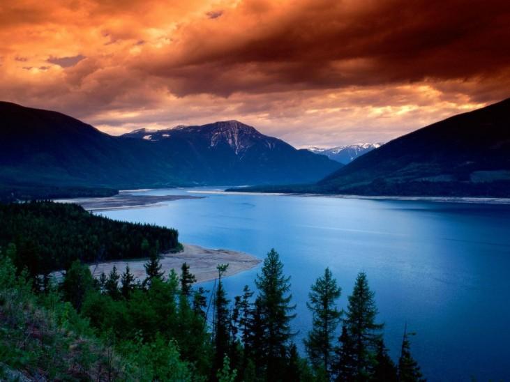british_columbia_canada_upper_arrow_lake_