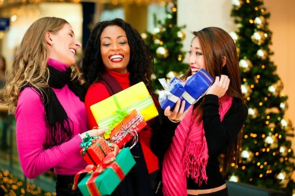holiday-shopping-women