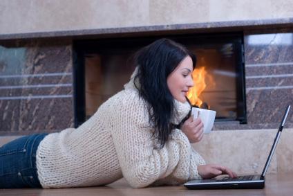 woman_fireplace_laptop