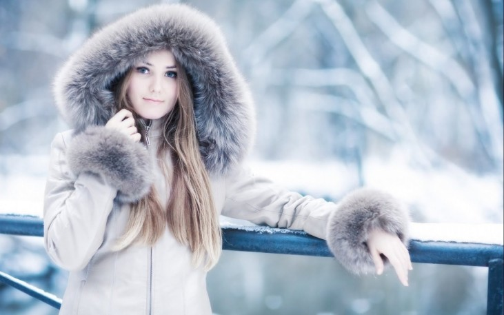 blonde-russian-girl-winter-wallpaper-1680x1050