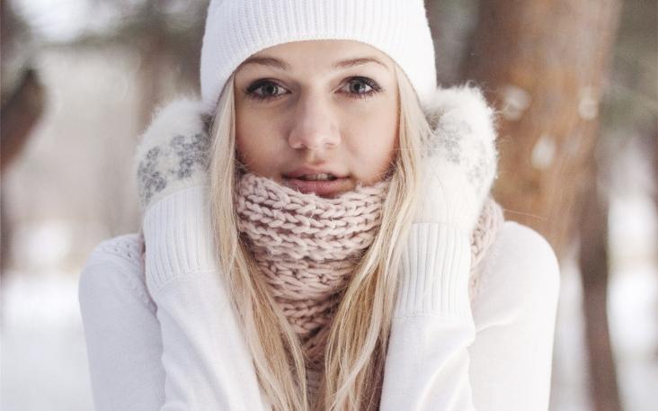 blondes-women-winter-season-hats-wide