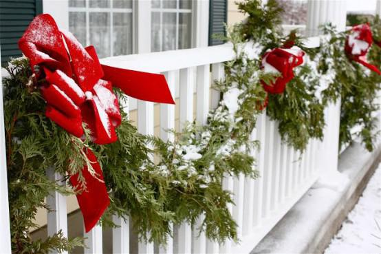 front-yard-retaining-wall-christmas-balcony-decor-vintage-christmas-decoration-554x369